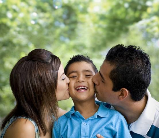 Điều đơn giản bố mẹ nên làm để con cảm thấy được yêu thương