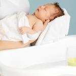Kinh nghiệm tắm cho bé đúng cách