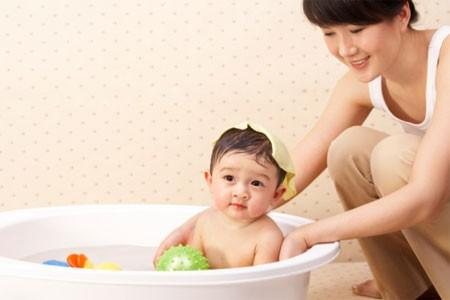 Chăm em bé tại Hà Nội lương cao